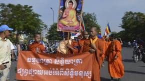 "Globe and Mail: ""Theft of Buddha relics sparks showdown between monks, Cambodian government """